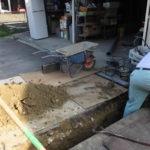 家の水道工事中「倉庫までの配管の道」