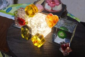 固めるハーバリウム「クリスタルアートリウム」LEDライトON