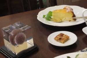 こうひい庵「チーズケーキとクリスタル・アートリウム(R)」