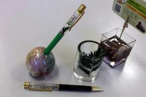 ハーバリウムボールペンとレジン3作品