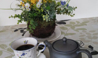 環境ダイヤのコーヒー専用ポットとホットコーヒー