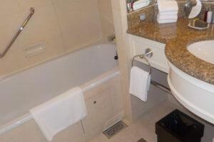 名古屋マリオットアソシアホテル「デラックスツイン(38㎡)ユニットバスと洗面台」
