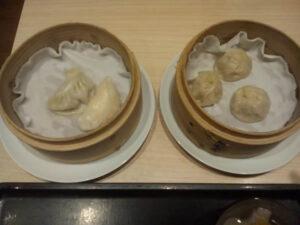 上海湯包小舘「台湾点心セットの餃子2個と小龍湯包3個」