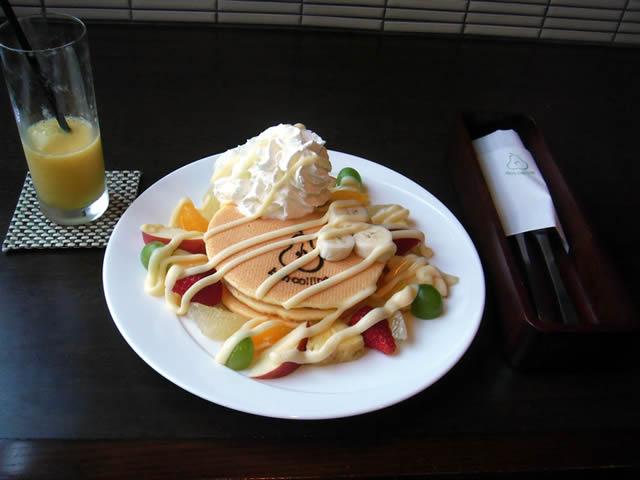 ボン・コリーヌ「フレッシュフルーツのパンケーキ」