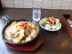 ボン・コリーヌ「焼きカレー」と「ランチサービスのサラダ」