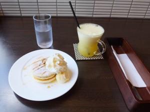 ボン・コリーヌ「ランチプラスのミニパンケーキ」と「プレミアムオレンジ」