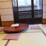 金沢 東茶屋街へ 町屋カフェの2階(2018/12/8)