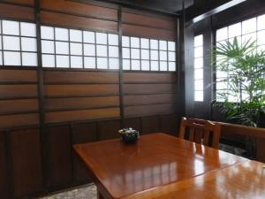 札幌かに本家岡崎店「内観-テーブル席(2015/7/18)」