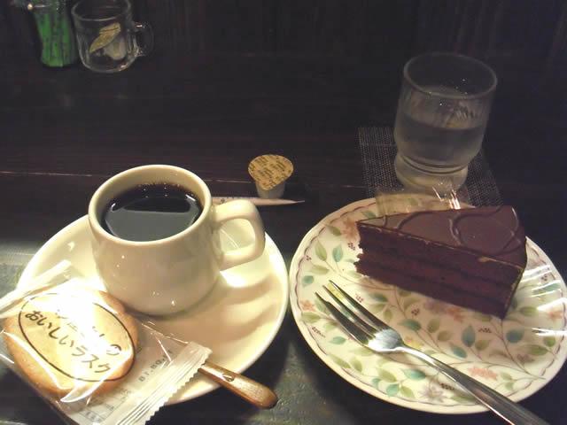 薫コーヒーとチョコケーキ