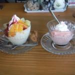 cafe mitte「フルーツサンデーと食べかけのシルクアイス」
