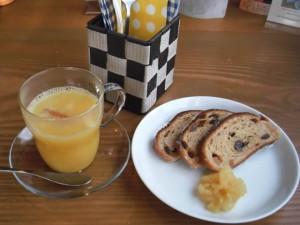 cafe mitte「ホットオレンジとシュトーレン」