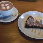 cafe mitte「ショコラーデンクーヘンとホットチョコレート」