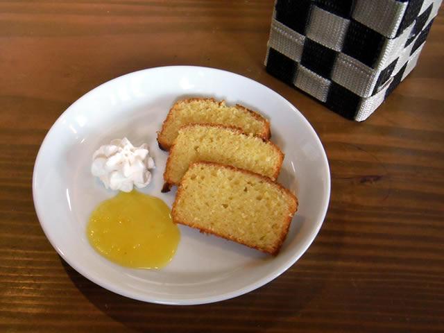 cafe mitte「ツィトローネン クーヘン(レモン ケーキ)」
