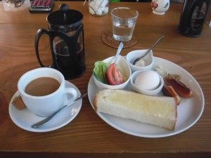 cafe mitte「モーニング/ソーセージプラス(200円)」