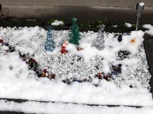 我が家の庭「雪が降りました(2014/12/18)」