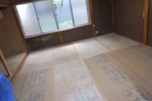 奥の部屋「床」-リフォーム中(2016年8月5日撮影)