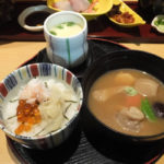 近江町市場2階 口福「お松弁当のご飯、味噌汁、茶碗蒸し」