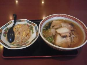 四川園「チャーシューメン+炒飯」