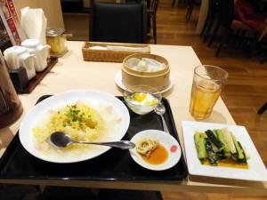 上海湯包小舘「カニあんかけ炒飯セット」と「きゅうりと大根のピリ辛和え」
