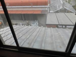 部屋の模様替え「窓ガラス(クリーニング前)」